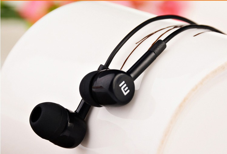 Hot Selling In Ear Earphone For XiaoMI M2 M1 1S Samsung iPhone MP3 MP4 With Remote And MIC Small Portable Ear Phone