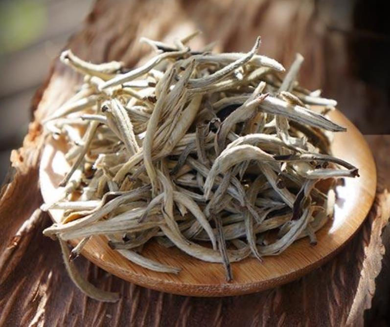 Pu-erh Ancient Tree Yunnan pu erh Fresh pu 'er tea, white tea Single bud Moonlight white loose tea(China (Mainland))