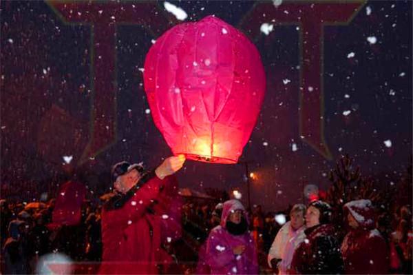 Wholesale a dozen(12 PCS)SKY Kongming Balloons wishing Flying Light Halloween Chinese Sky Kongming Lantern Loving Party Birthday(China (Mainland))