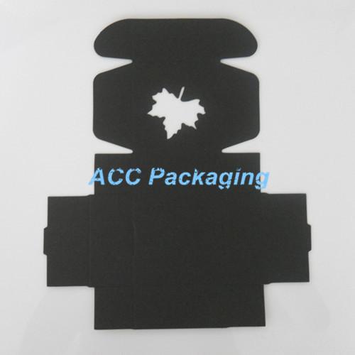 150 Pçs/lote 7.5*7.5*3 cm Folha de Bordo Oco Out Preto Papel Kraft Biscoito Bolo Caixa do Pacote Para Caixa de Lanche Embalagem do Presente do partido Artesanato(China (Mainland))