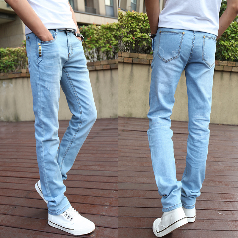 Light blue jeans for men can look great with some touch of leather. The leather jacket not only keeps you warm but also gives your look a boost. The jacket could be preferably in black and a bright t-shirt like white. Generally, most men's jackets make ideal light blue jeans outfits to wear.