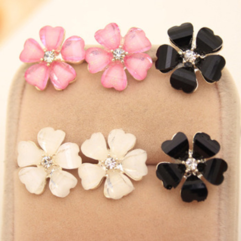 Beautiful Clover Flower Crystal Stud Earrings for Women Jewelry White Stud Earrings Diameter 1.5 cm(China (Mainland))