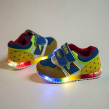 2015 European fashion cute baby sneakers spring/autumn LED light kids shoes Cool Lovely little girls boys shoes children shoes(China (Mainland))