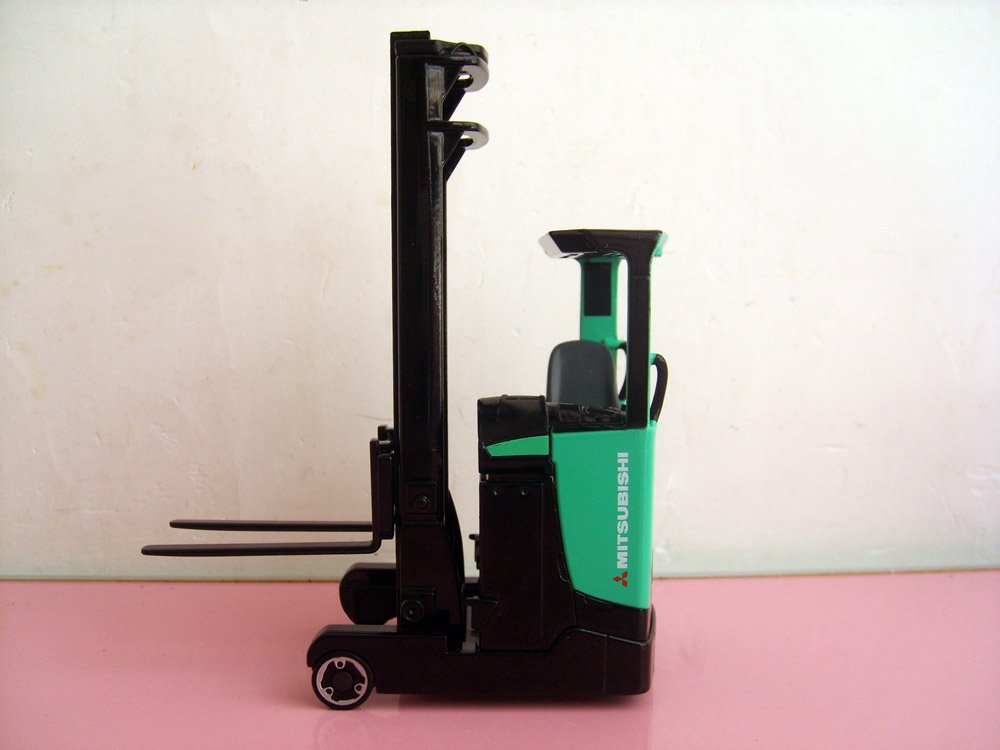1:25 RB16N - Mitsubishi Reach Truck toy(China (Mainland))