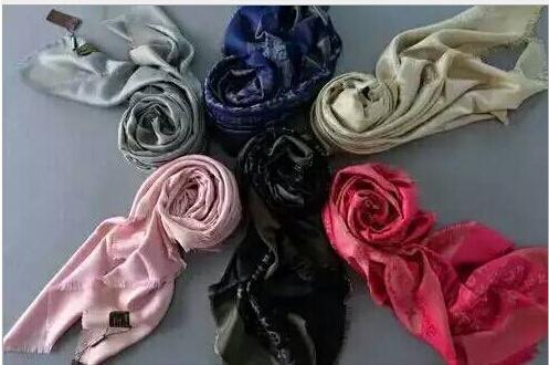 wholesale winter fashion silk cashmere scarf oversized square short tassel lady shawls size 143 * 33 L brand classic designs(China (Mainland))