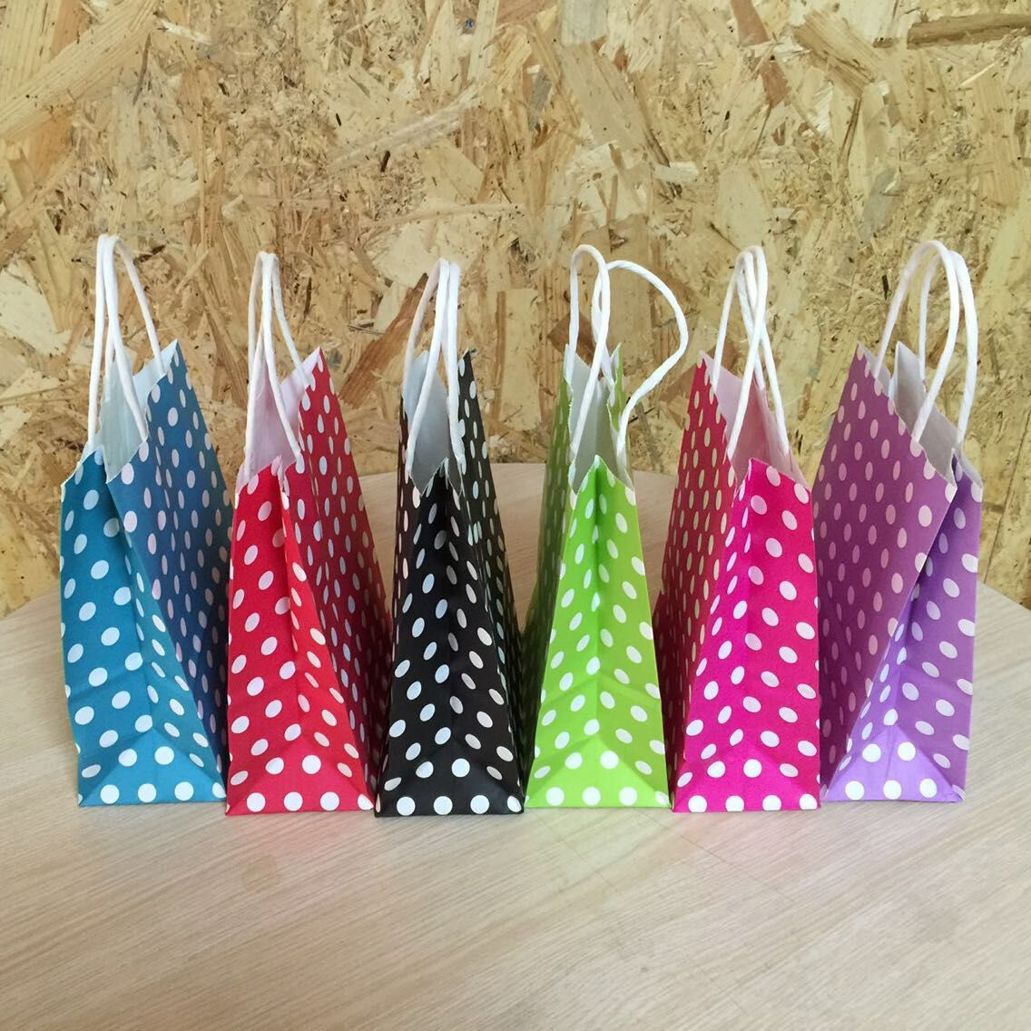 21*15*8cm Polka Dot kraft paper gift bag/Festival Paper bag with handles / Fashionable jewellery bags/Excellent Quality(China (Mainland))