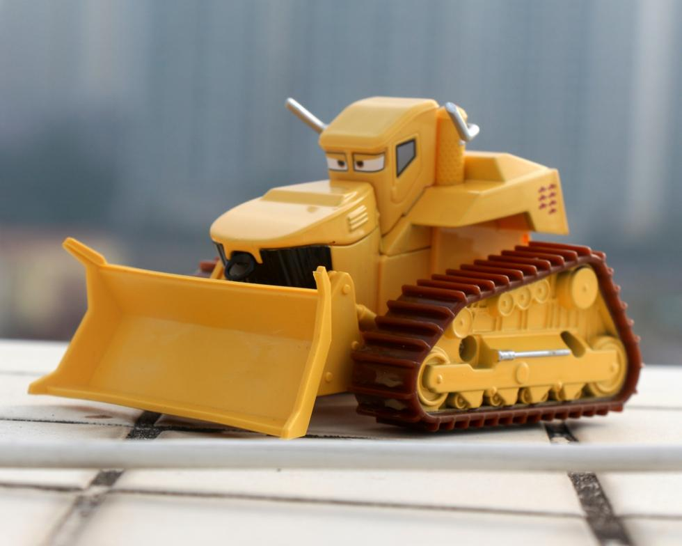Cars Pixar 2 EI Matador Bulldozer CHUY Deluxe Mint 1:55 Scale Diecast Metal Alloy Modle Brio Kids Toys Car Toys For Children(China (Mainland))