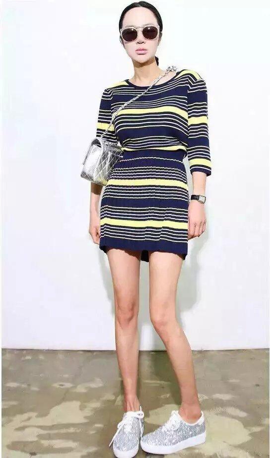 Ch51 женщины двухкомпонентный комплект полоска вязать свитера + юбка женщин с круглым вырезом короткий рукав свободного покроя марка рубашки
