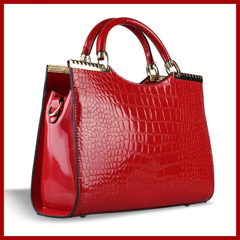 NEW arrived!! 2015 women messenger bag Genuine patent leather handbag Brand crossbody Bag Luxury Tote women travel bags clutches(China (Mainland))