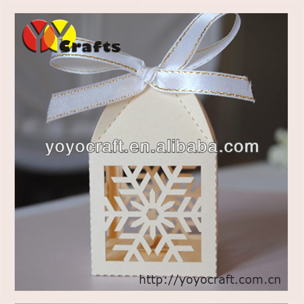 free shipping 50pieces/lot Laser cut white snowflake thanksgiving party favor gift boxes(China (Mainland))