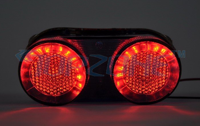 LED Motorcycle Tail Light (Sequential Turn signal) For YAMAHA R1 00-01 / Fz1 00-05<br><br>Aliexpress
