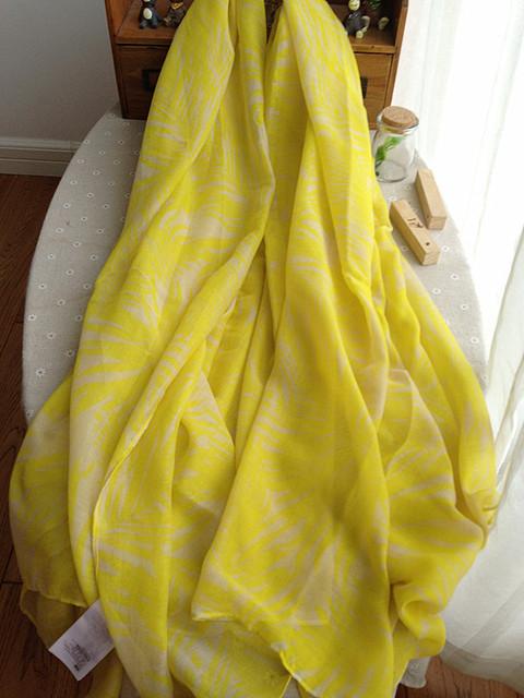 Новое поступление женщин шарф желтые листья симпатичные шелковый Pushmina лето стильный шали 180 * 135 см