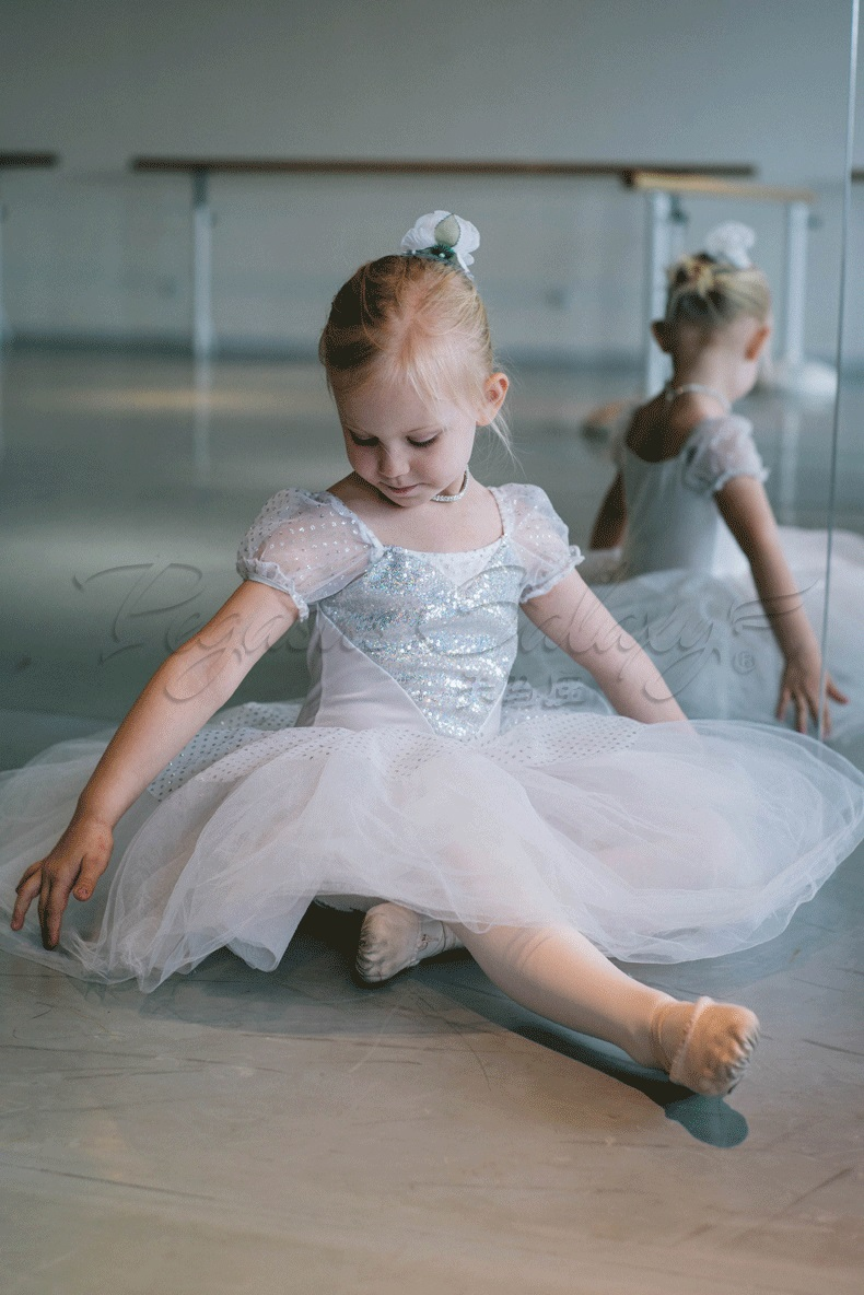 Girls in Ballerinas. 2, likes · 2 talking about this. Like our page, and enjoy the beautiful pictures of girls in ballerinas!