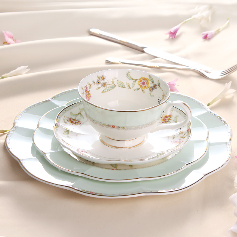 2017 Newly Bone china Dinnerware Sets 8 And 10 Inch Plates Coffee Cup Saucer Sets 4 Pcs A Set Of Western Style Tableware Suits(China (Mainland))