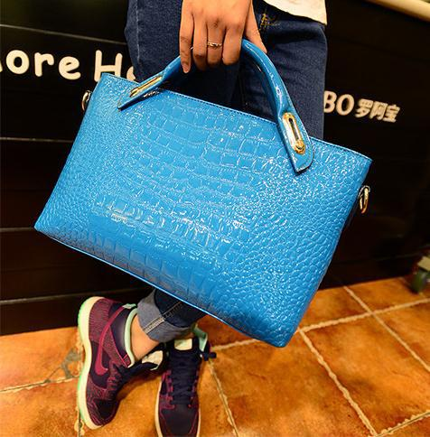 Upgrade the glossy 2015 Europe and America brand new tide bag patent leather crocodile grain one shoulder hand bags(China (Mainland))