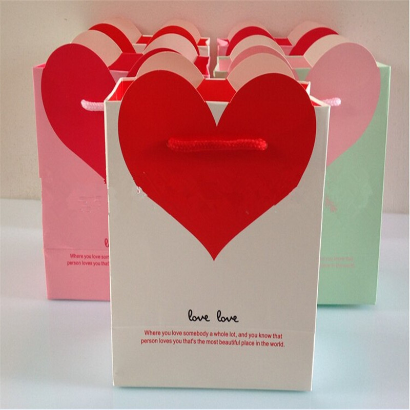 Heart-shaped Gift Bags Wedding Gifts bag Pink Blue White Green Purple Paper bag Offset printing White Card (M / L)(China (Mainland))