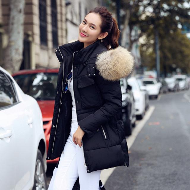 Высокое качество большой натуральный мех 2015 зимняя куртка женщины енот меховой ...