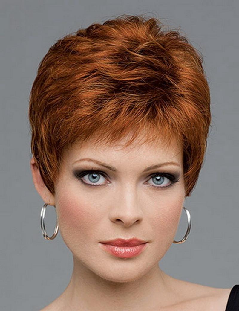 Модная прическа на короткие волосы для женщин