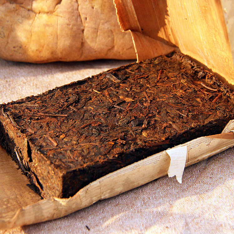 Pu er tea ripe old tea trees tea Ban Zhang Meng old gold leaf brick brick