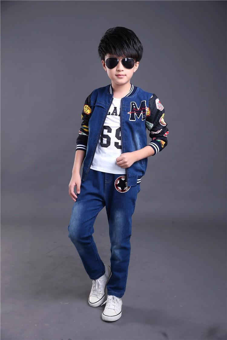 Скидки на Весна осень Стиль мальчиков и Девочек письмо дети комплект одежды Джинсовой куртка + Жан брюки + t-shirt 3 шт. набор Для Детей Носить HB2025