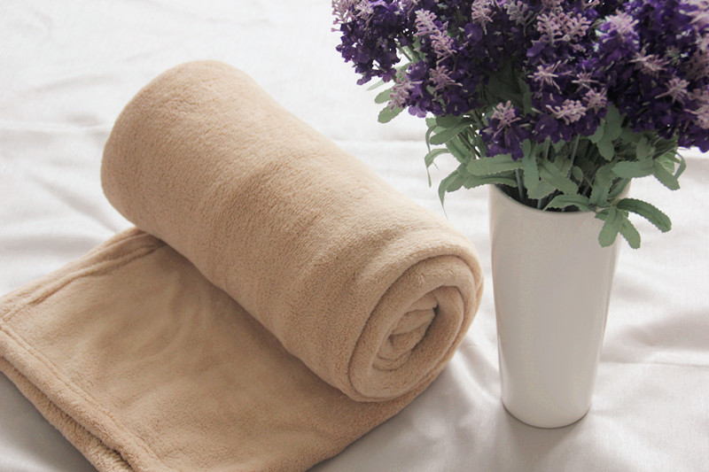 Cozy to Snuggle 220cm*240cm Solid Micro Fiber Blanket Khaki for Double Bed or Sofa(China (Mainland))