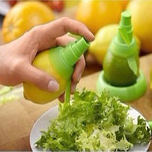 2pcs/set Lemon Juice Sprayer Citrus Spray Hand Fruit Juicer Mini Squeezer Kitchen Tools Fruit Tool Reamer CC2061(China (Mainland))