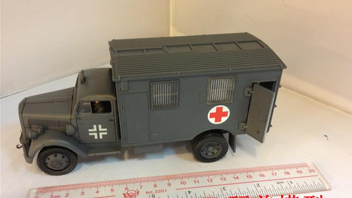 fov 80076 1:32 German world war ii 4 x4 ambulance Defense grey coating alloy products(China (Mainland))