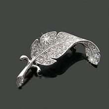 Nueva amaba vehículo moda accesorios de las piezas de ropa suéter delicado broches cristalinas Silver Simple de plumas de color formulario broche(China (Mainland))