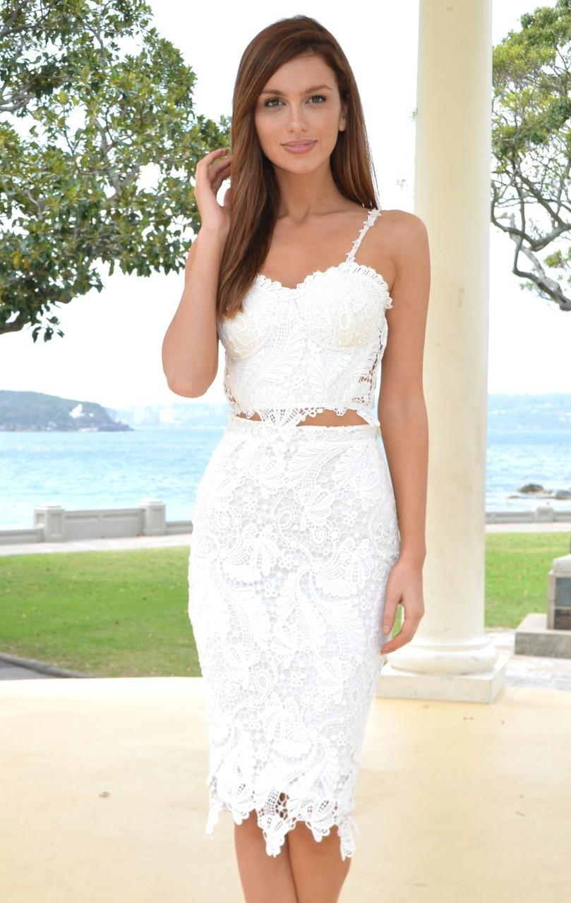 Vestido de Festa Curto Branco de Renda com Alça