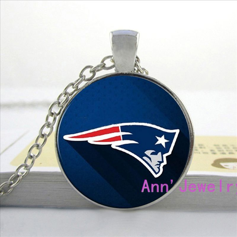 W-0189 Wholesale Glass Dome necklace Vintage fashion New England Patriots pendant American football jewelry(China (Mainland))