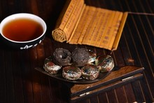 Hot Sale Black Tea Flavor Pu er Puerh Tea Chinese Mini Yunnan Puer Tea Gift Tin