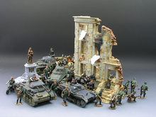 1:30 WWII German mechanized forces captured the urban combat scenarios alloy model suits the scene FM(China (Mainland))