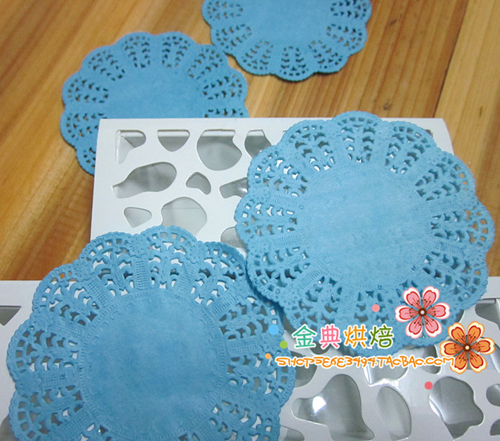 New 300pcs/lot 3.5'' Blue Round Paper Lace Doilies Placemat Craft Doyleys Wedding Tableware Party Decoration Free Shipping(China (Mainland))
