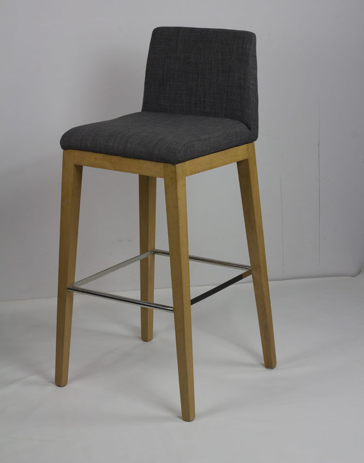 Mobilier design scandinave minimaliste ikea bois tabouret for Chaise de bar