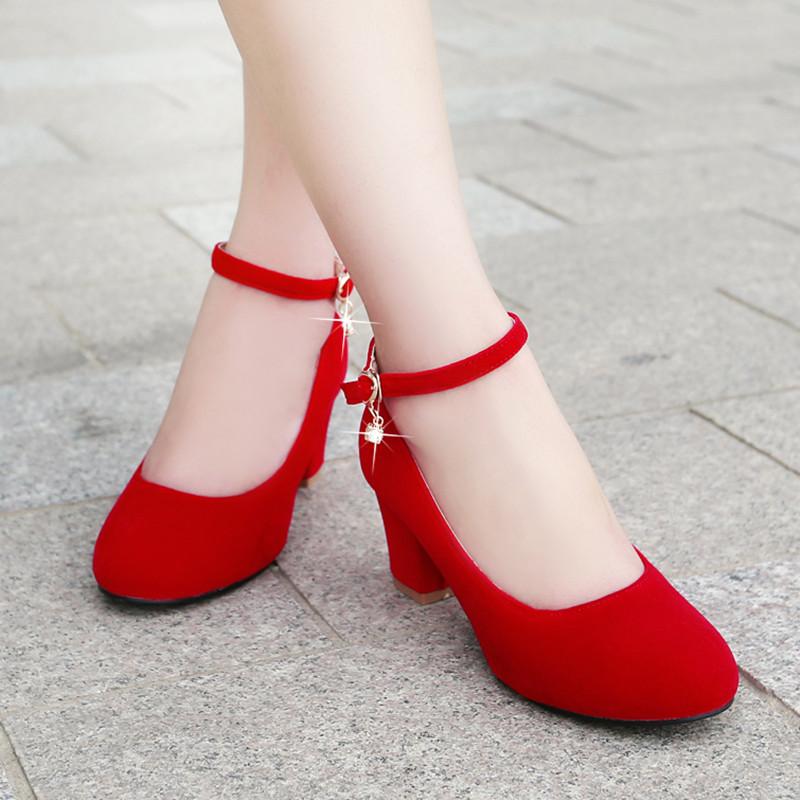 mujer-zapatos-rojos-de-la-boda-zapatos-de-novia-rojo-zapato-de