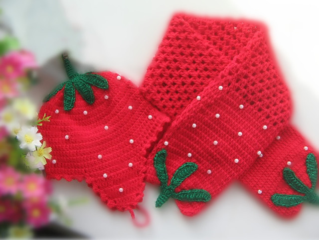 Handmade Vintage Crochet Baby girl boy Toddler Children's hat beanie kid scarf strawberry set of 2 size 0-12months Xmas