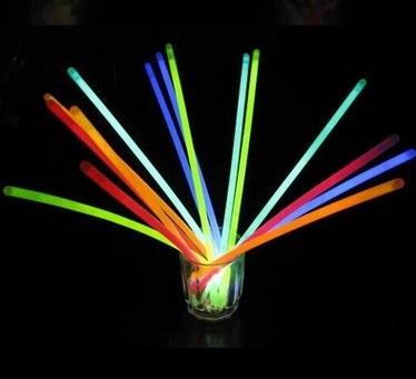 Wholesale New 100pcs Multi-Color Glow Stick Fluorescence Light Sticks Bracelets Neon Party Birthday Xmas Event Festival Supplies(China (Mainland))
