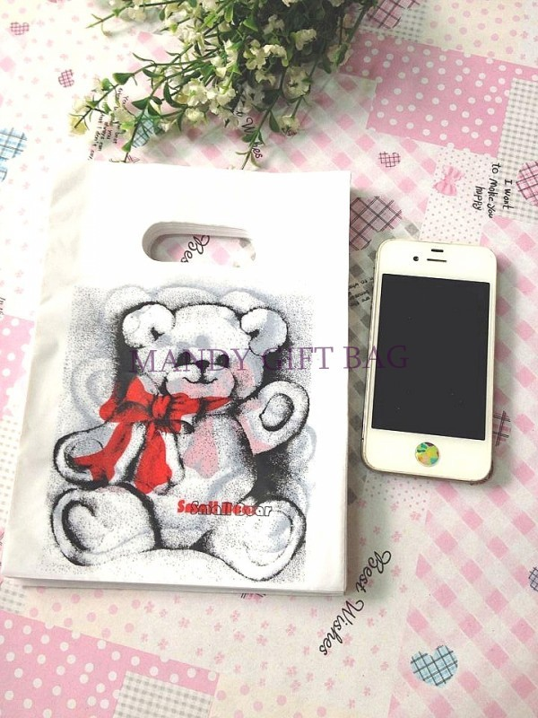500pcs/lot White And Black Bear Plastic Gift Decorated Packing Shopping Bag Boutique Carrier Bags 15X20CM(China (Mainland))