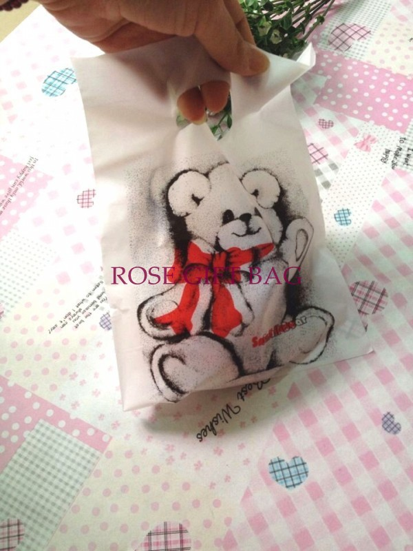 100pcs/lot Bear Print White Plastic Bag 15x20cm Wedding Jewelry Boutique Gift Packaging Plastic Shopping Bags With Handle(China (Mainland))