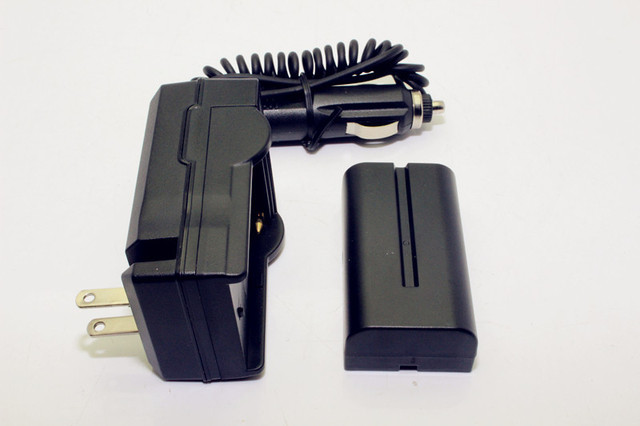 Free Shipping!!7.4V 2200mAh Battery Pack NP-F550 F550 +DC 12V Car AC 100V-240V Adapter Charger