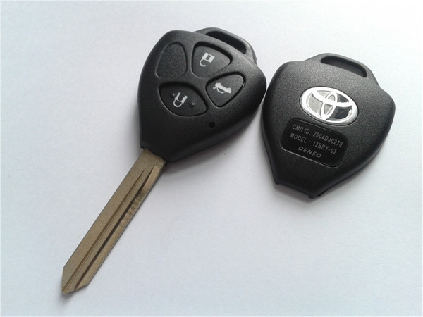 1PCS corolla key for Toyota 3 buttons remote key shell with Toy47 blade Yaris Carina Avensis(China (Mainland))