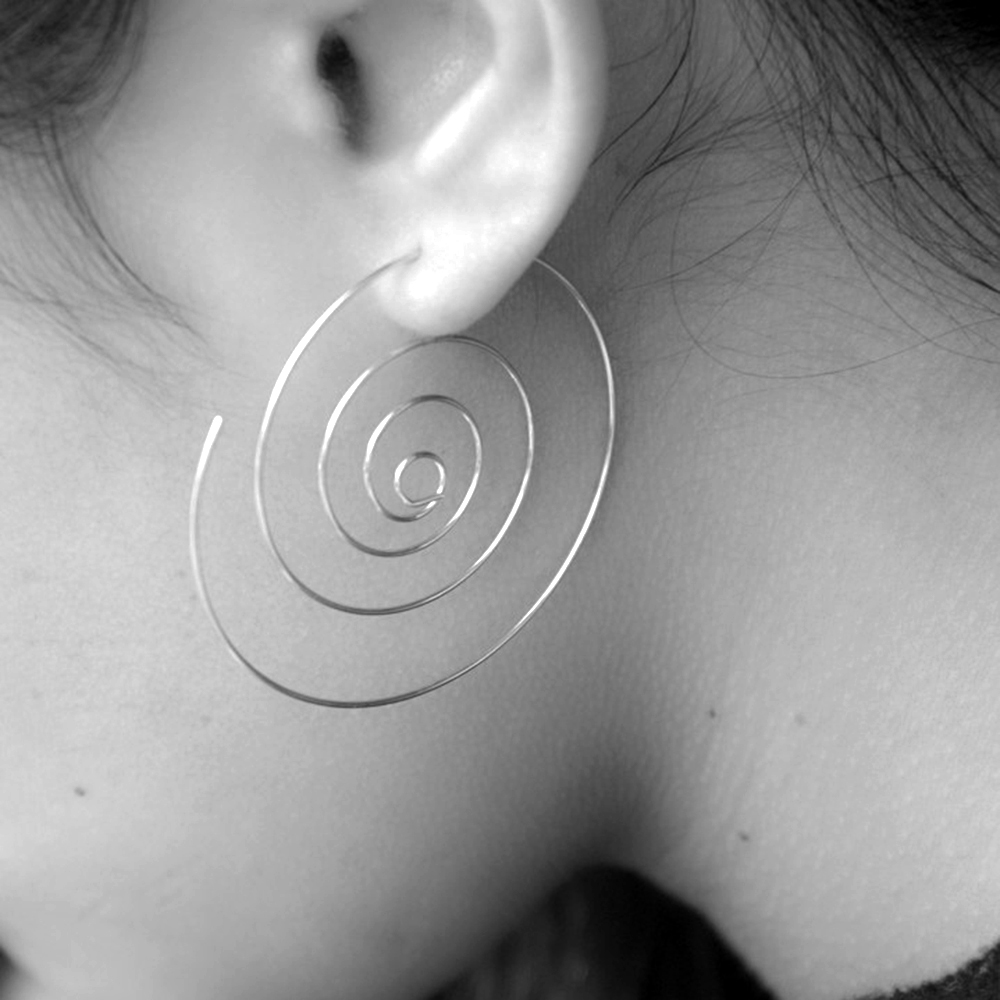 2016 New Fashion Jewelry Gold/Silver Plated Spiral Stud Earrings Round aretes Simple Style Plugs Earrings for Women(China (Mainland))