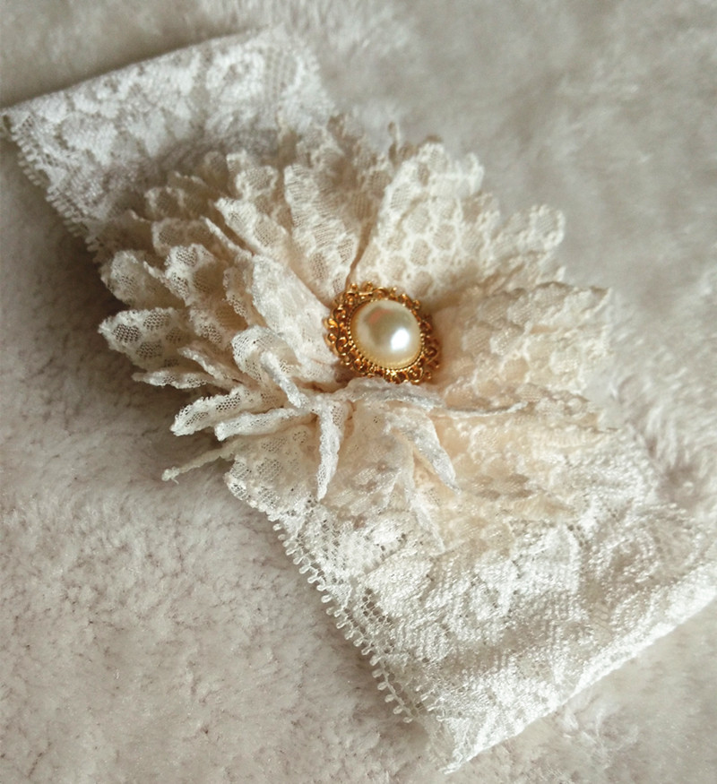 Bridal Vintage 1 Pair Bridal Ivory Flower Wedding Garter Toss Garter White Stretch Lace with Pearl