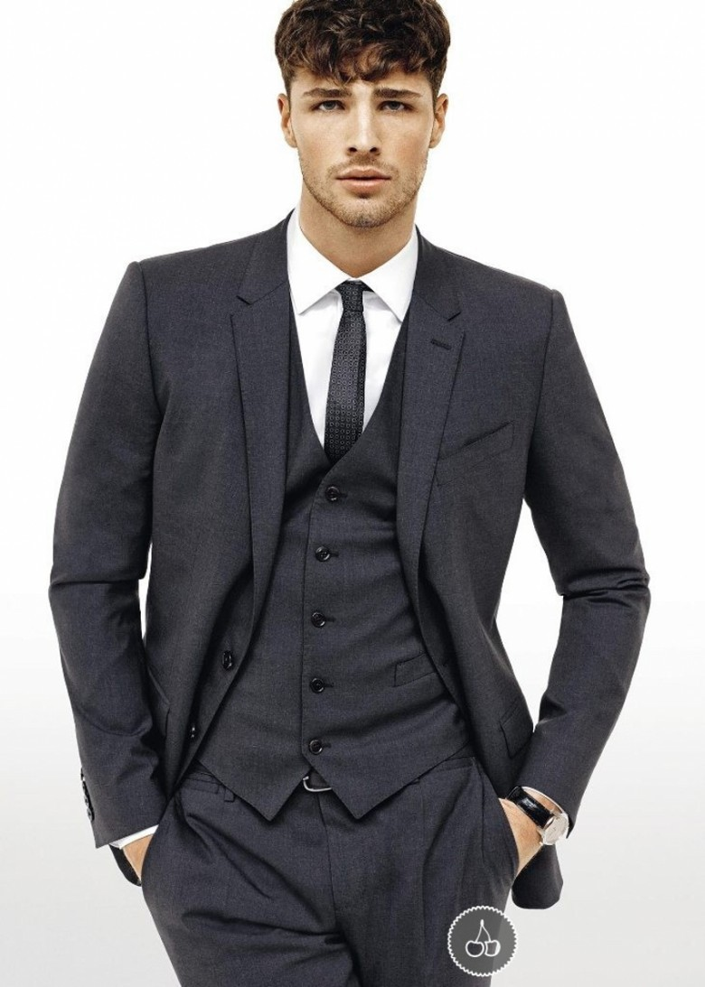 A good sport coat can give you a fresh, intellectual, cool look and is the need for every casual outfit, and can be worn with Jeans or pants. With many office dress codes becoming more lax, men in many professions can even wear jeans to work every day.