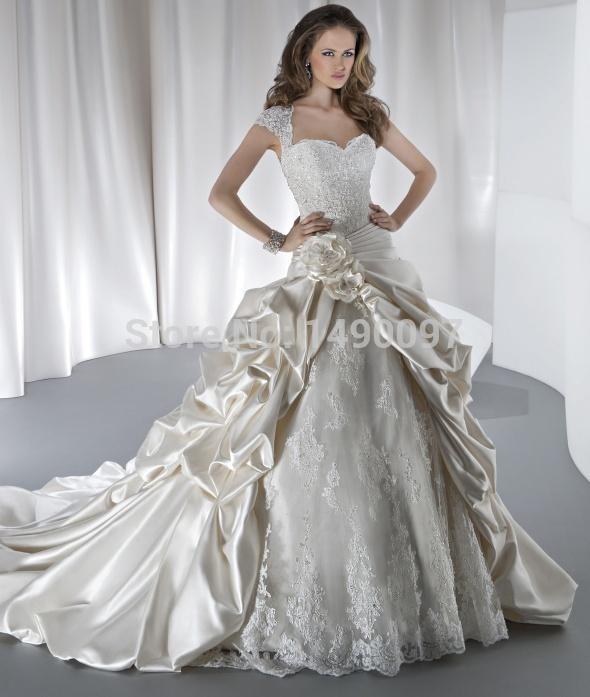 New Arrivals Distinctive White Ivory Bridal Gown V Neck