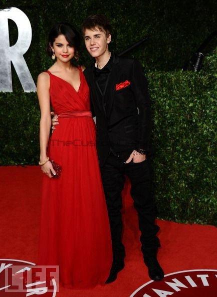 Selena Gomez Red Dress Back 14960 | MEGAZIP