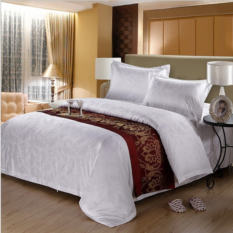 wholesale and customize 100% cotton hotel bedding set / bedclothes including duvet cover flat sheet , bedspread or fitted sheet(China (Mainland))