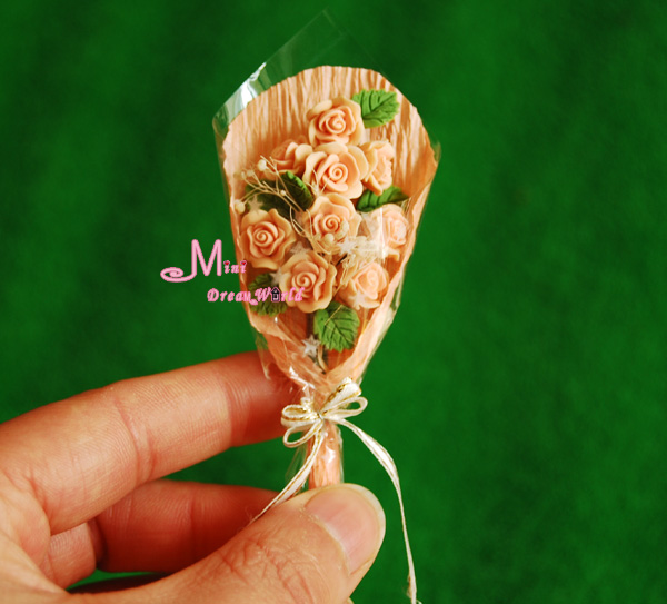 FREE SHIPPING! A bouquet of Champagne roses Dollhouse Miniature Clay Plant()