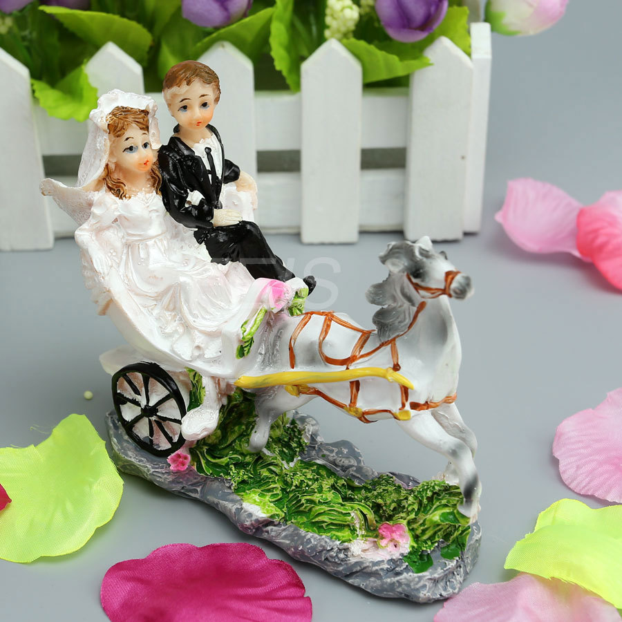 Wholesale 17pcs lotnew horse drawn carriage resin bride for Anniversary decoration at home