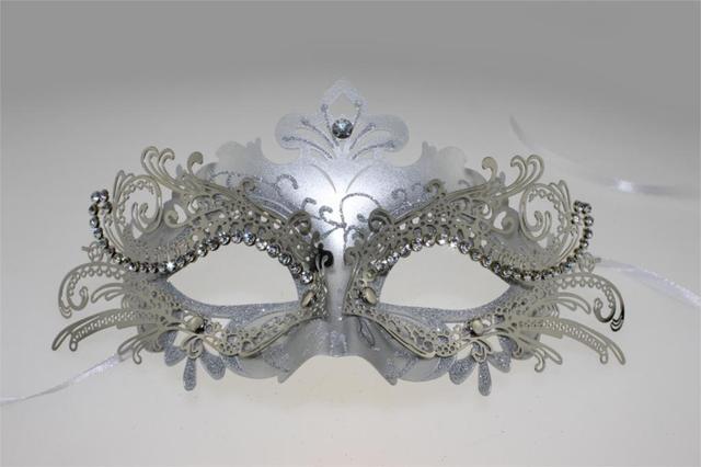 Women Venetian Style Rhinestone Halloween Laser Cut Masquerade Half Face Mask Silver